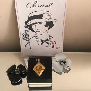 Rare Chanel vintage Large pendant  gold